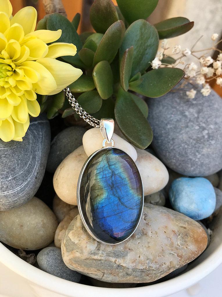 Large OvalHigh PolishedLabradorite set in Silver Necklace Image