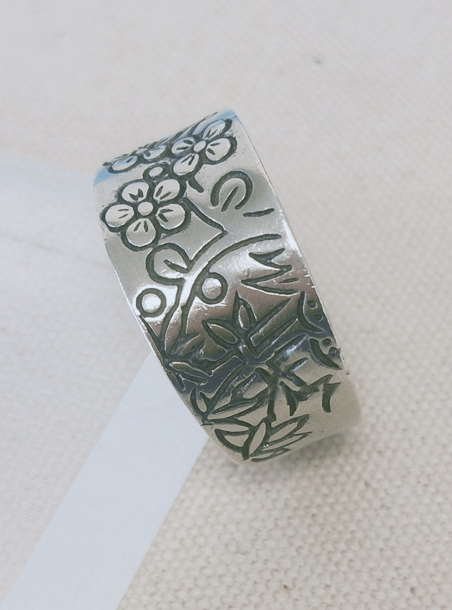 Plain Silver  Floral  Engraved  Ring  Size: 8 Image