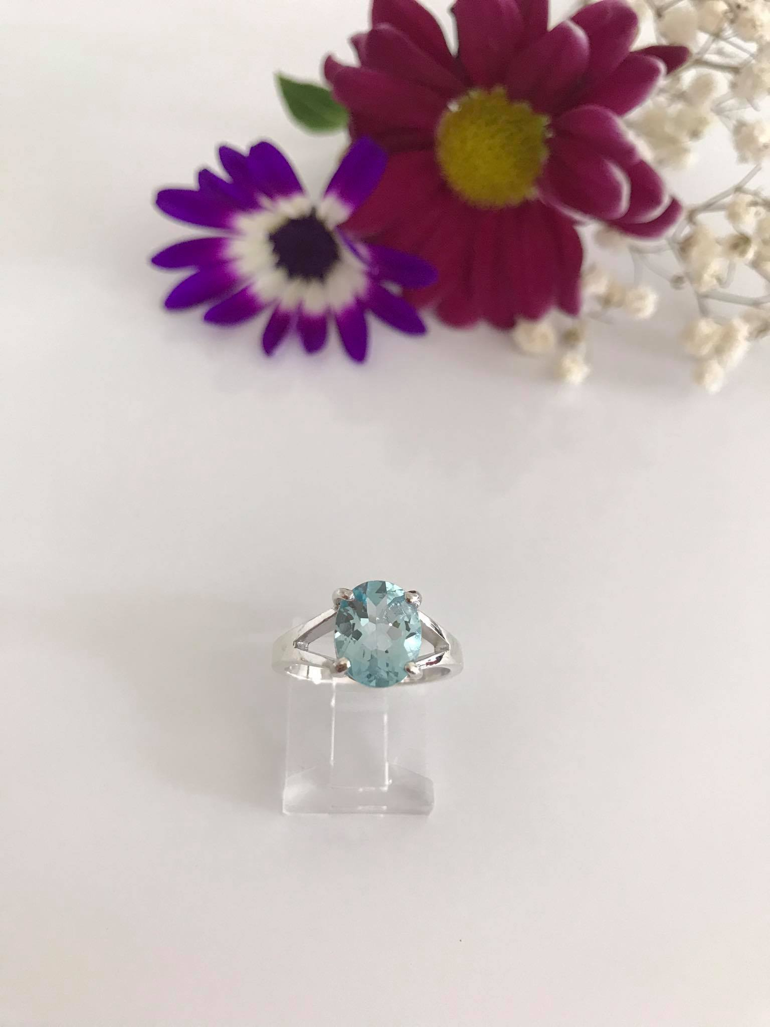 Beautiful Oval brilliant cut Blue Topaz Silver Ring Image