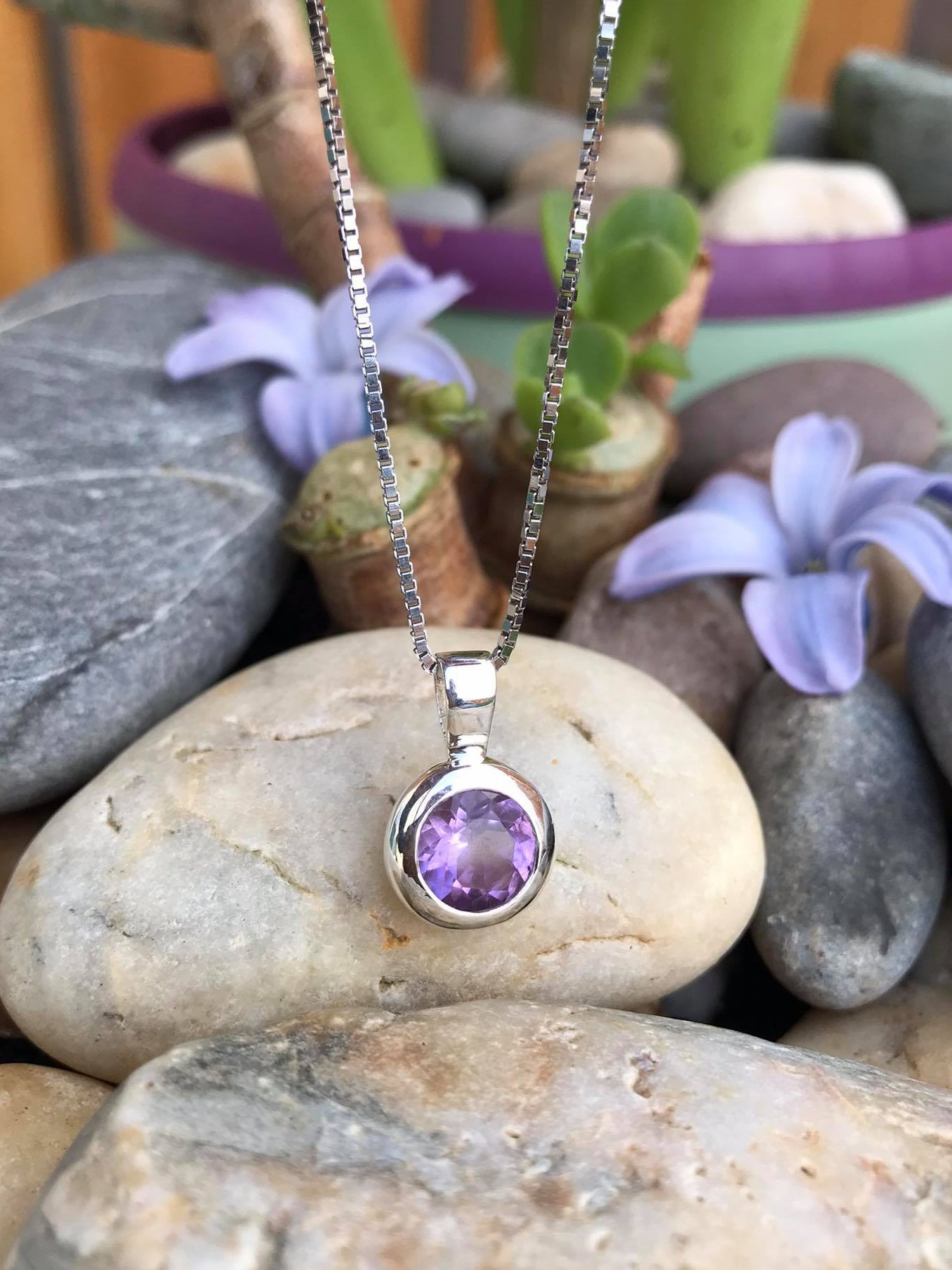 Handset lovely Round Faceted Natural Amethyst Sterling Silver Necklace 18 Inch Chain Image