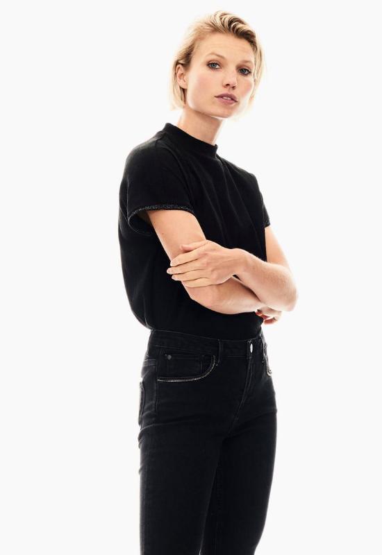 BLACK GARCIA T-SHIRT WITH TURTLENECK Image