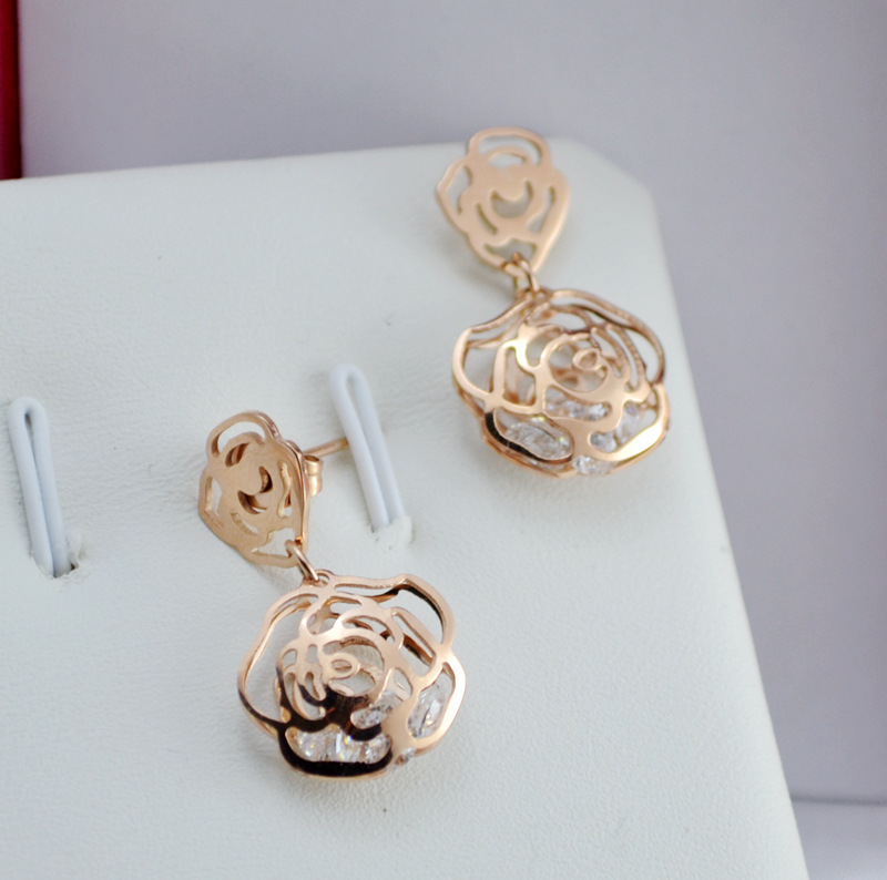 Rosegold Camilla Stud Earring Image