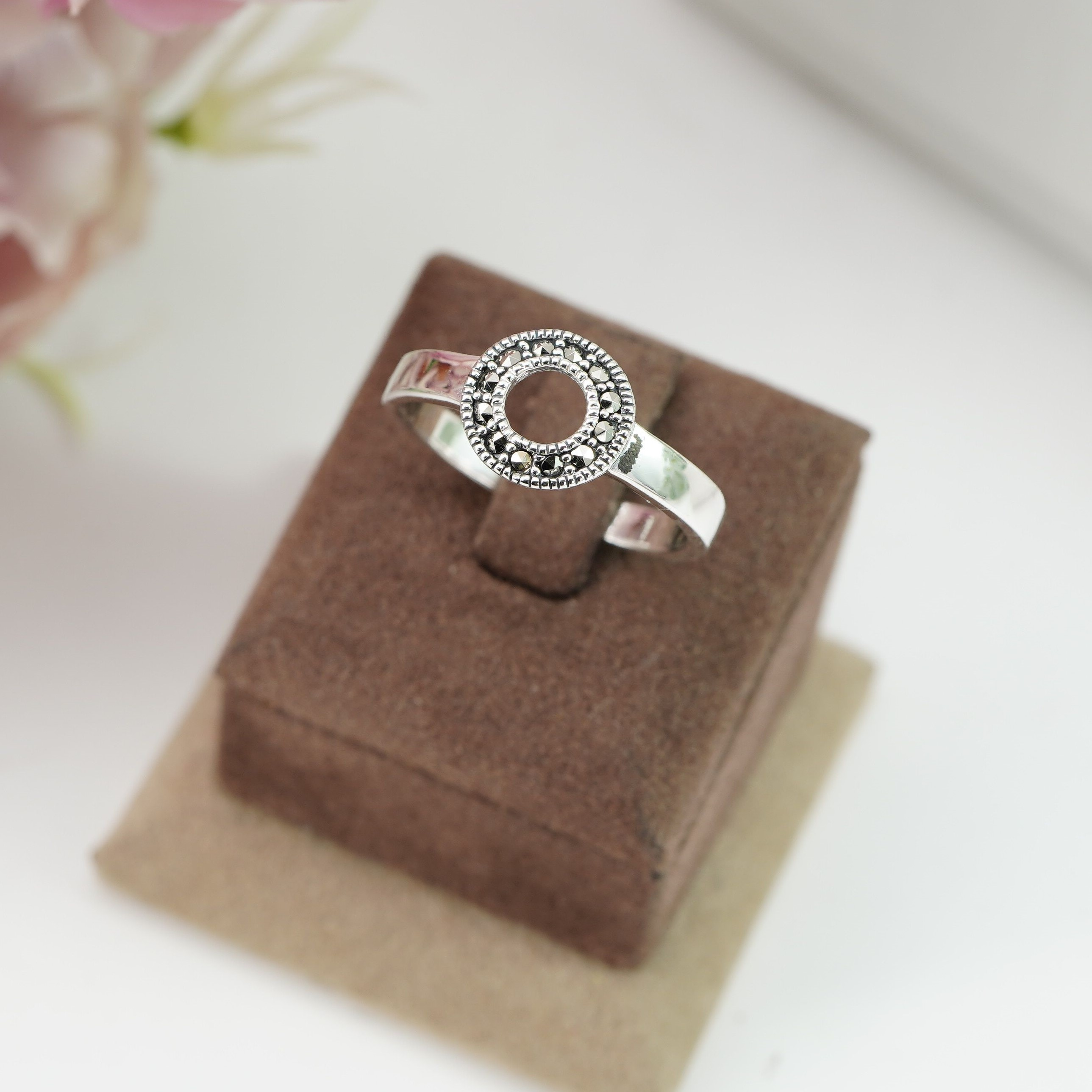 Delicate Sterling Silver Hollow Out Round Circle Ring Image