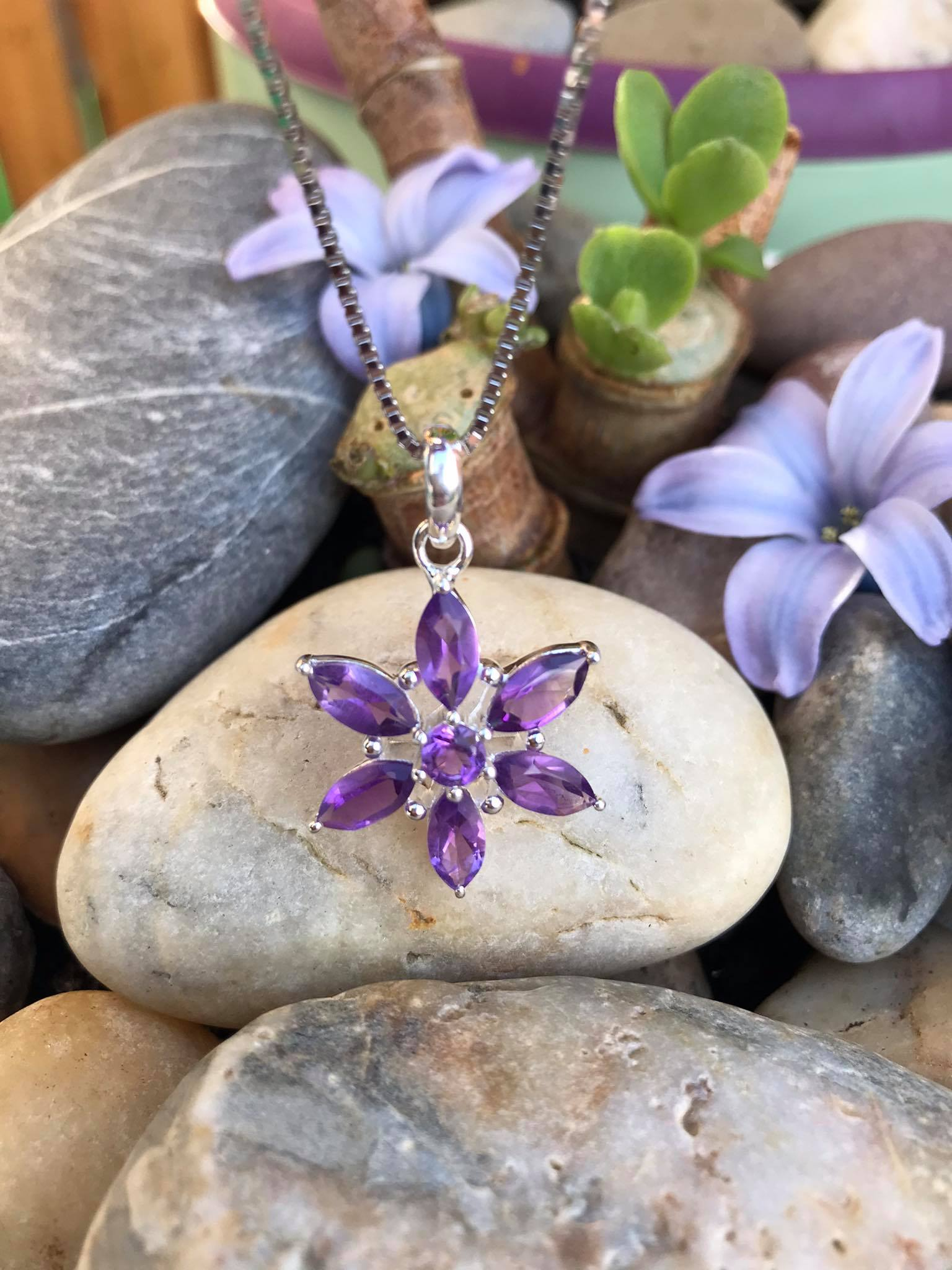 Beautiful Handset Natural cut Amethyst Flower Necklace 18 Inch Chain Image