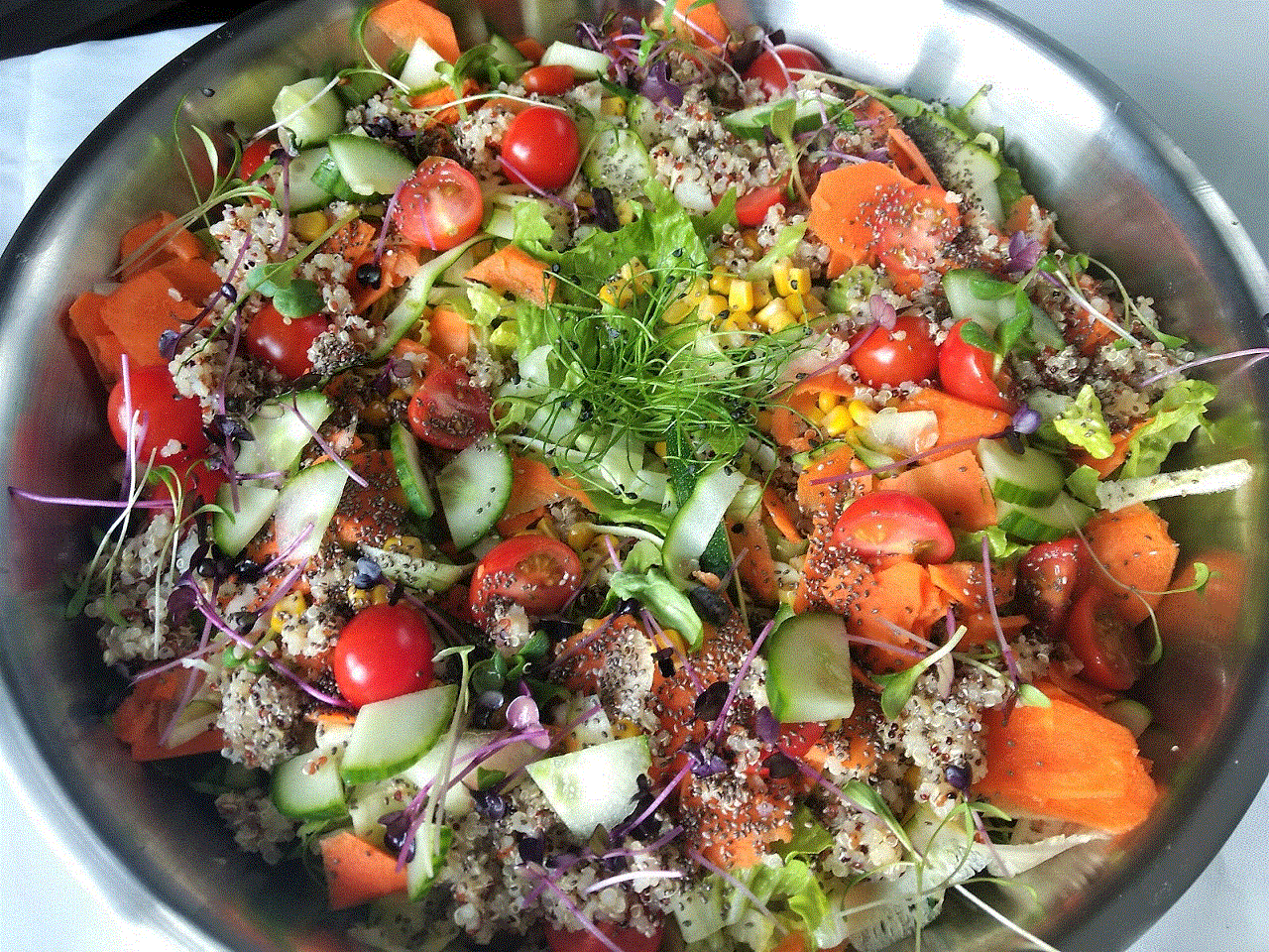 Fresh Mixed Salad with Quinoa & Chia Seeds, per bowl (€25 min. order Naas/Newbridge etc, €100 for rest North-East Kildare) Image