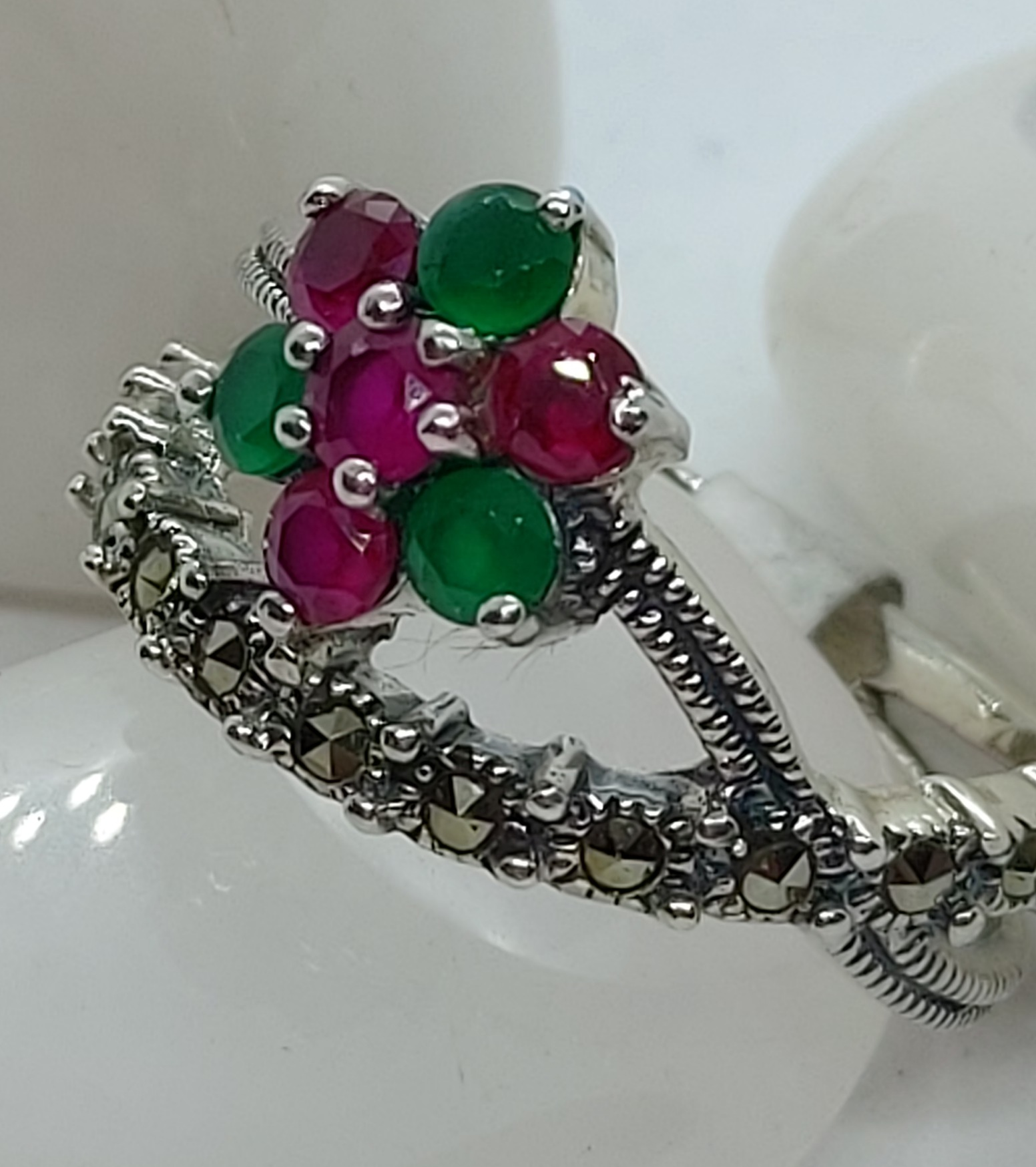 Sterling SilvercMarcasite Red and Green Corundum Ring size 6  Image
