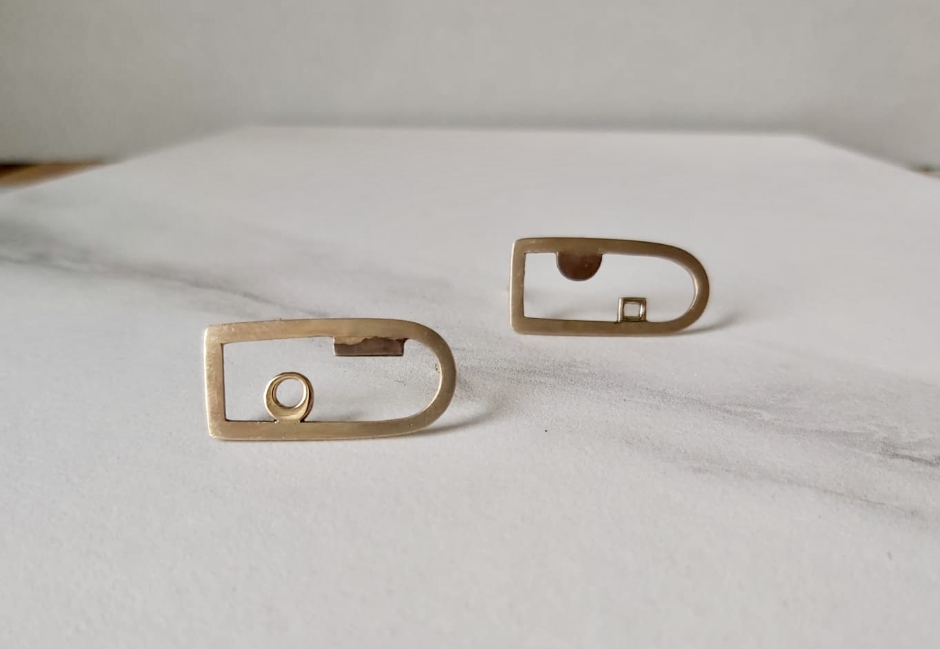 Remodelled Yellow gold asymmetrical earrings Image