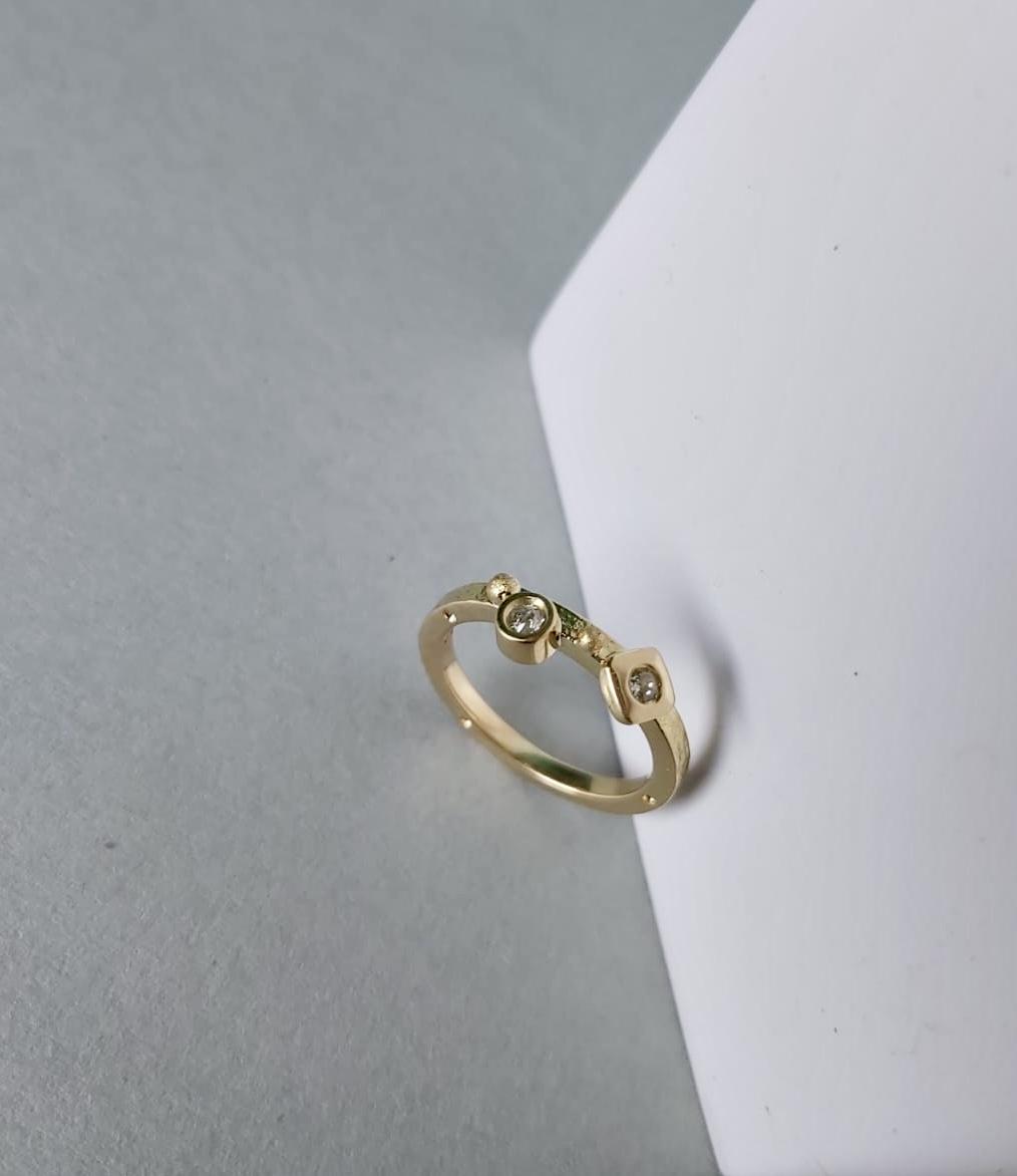 Yellow gold diamonds ring Image