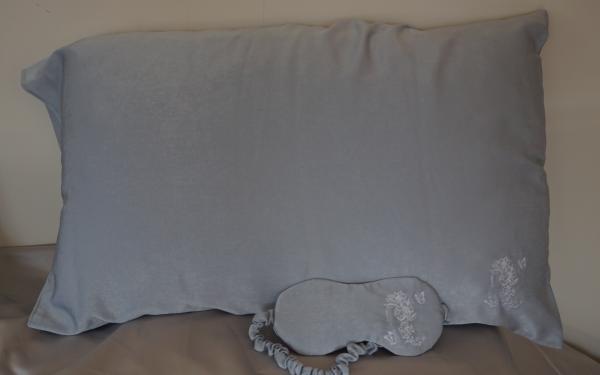 Silk Pillowcase with matching eye mask Image